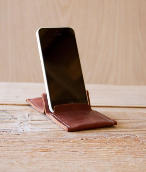 Use your Wezel Wallet as a phone stand.